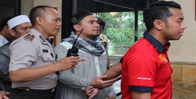 Penyanyi dangdut Saipul Jamil (35) didakwa dengan tiga pasal alternatif dalam Undang-undang nomer 35 tahun 2014 mengenai perlindungan anak serta Kitab Undang-undang Hukum Pidana (KUHP).