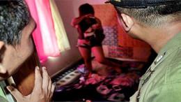 Alasan Silaturahmi Kok Malah Buka Baju Buka Celana