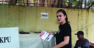 Luna Maya Menggunakan Hak Pilihnya Pada Pilkada DKI Jakarta Dengan Tetap memilih Ahok