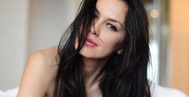 Sembunyikan Kemesraan, Sophia Latjuba Enggan Berkomentar Hubungan Bersama Ariel NOAH
