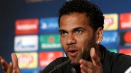 Tidak Berada di Tim Besutan Pelatih Allegri, Dani Alves Ungkapkan Penyesalan Bela Juventus