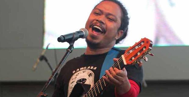 Lewat Solo Karir, Mantan Vokalis Band Payung Teduh Akan Rilis Album Baru
