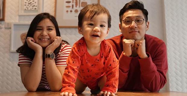 Tepar Urus Anak, Putri Titian Gunakan Jasa Pengasuh Bayi?